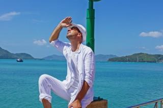 Je voyage énormément principalement dans les îles.