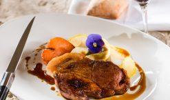 Diner gastronomique dans la cuisine d'un palace parisien : une expérience unique