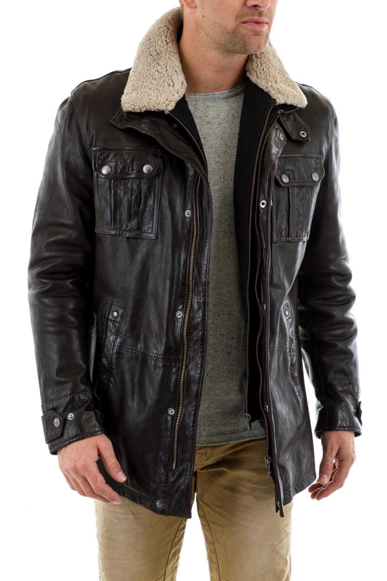 un manteau en cuir homme marie agr ablement classe et confort. Black Bedroom Furniture Sets. Home Design Ideas